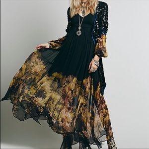 Dresses & Skirts - BNWOT Black Boho Maxi dress